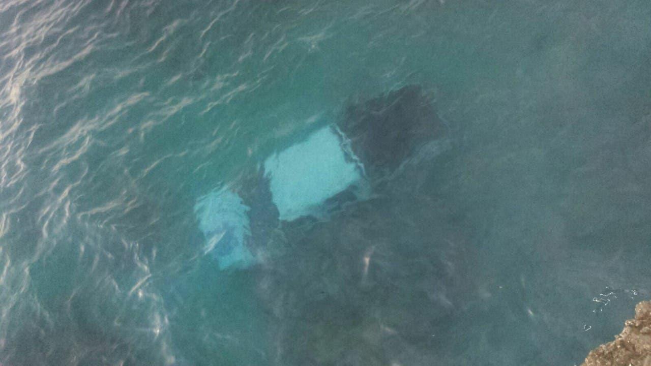 ¡Increíble! Camioneta cae al mar y su conductor resulta sin un «rasguño»