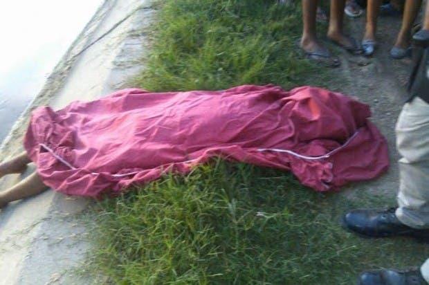 El cadáver del joven.