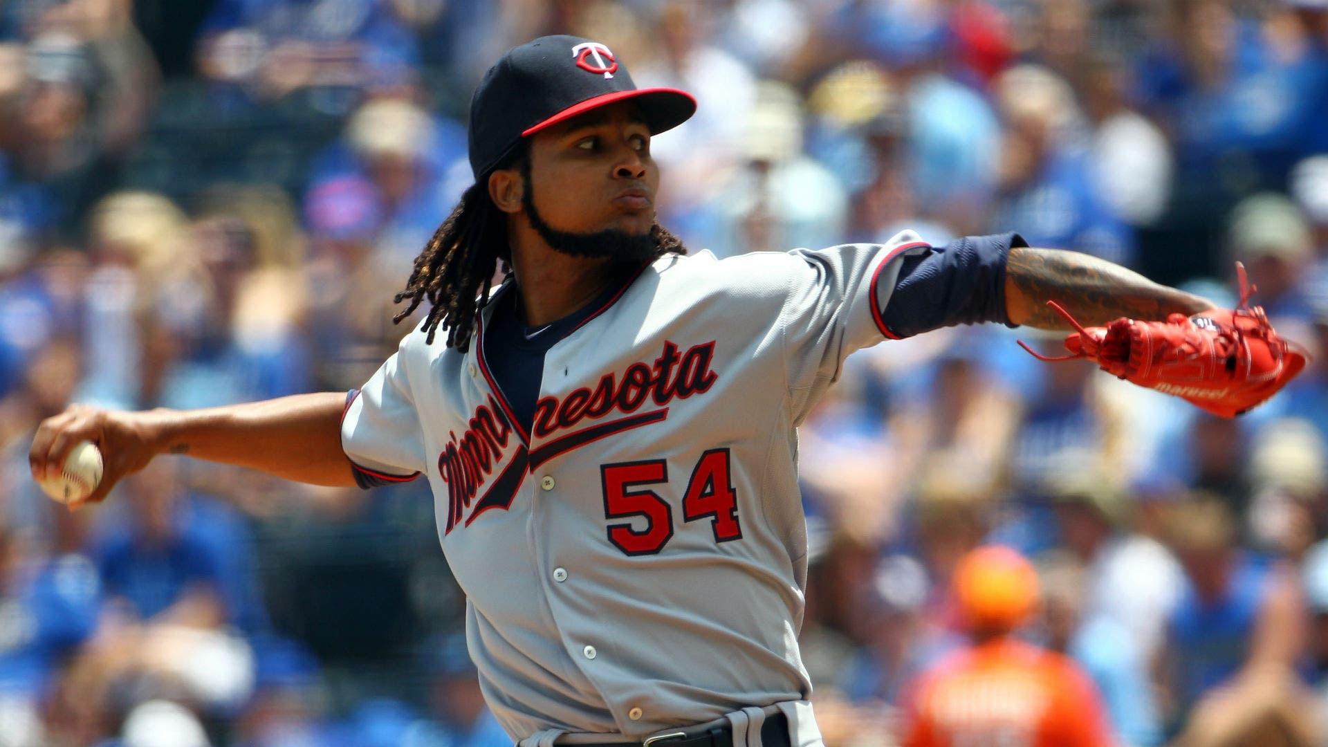Ervin Santana lanza bola de un hit; Ramírez aporta dos cuadrangulares