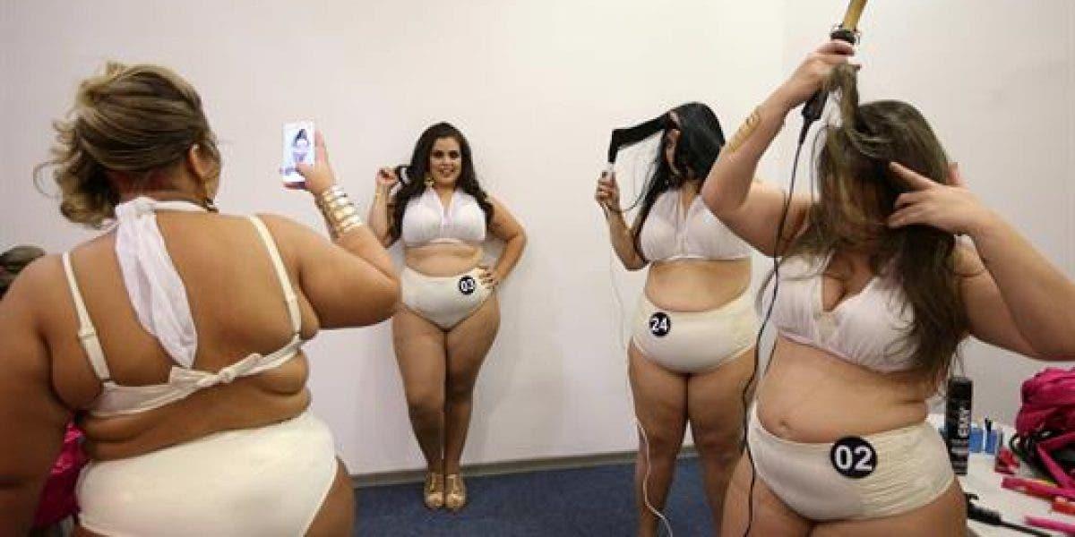 Mujeres de tallas grandes compiten en Río de Janeiro contra los prejuicios