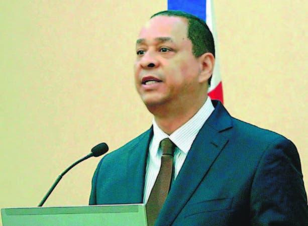 Luis Armando Asunción .