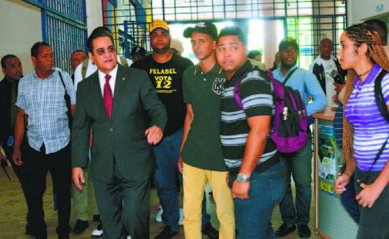 Reanudan elecciones de la FED; rector garantiza orden en la UASD