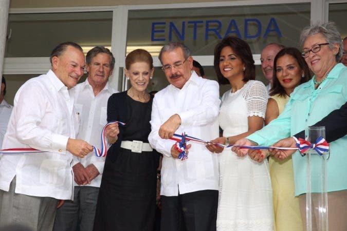 Presidente Medina inaugura Centro Pediátrico Óscar de la Renta