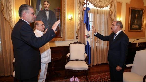 Presidente juramenta a Víctor Víctor y a Eric Rivero