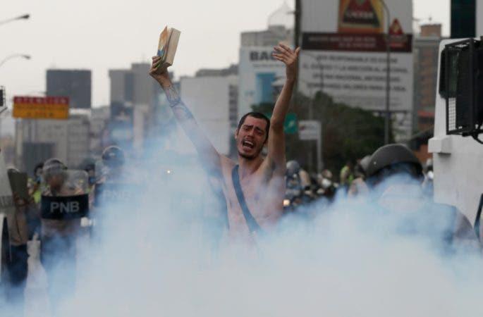 Hombre desnudo Venezuela 4