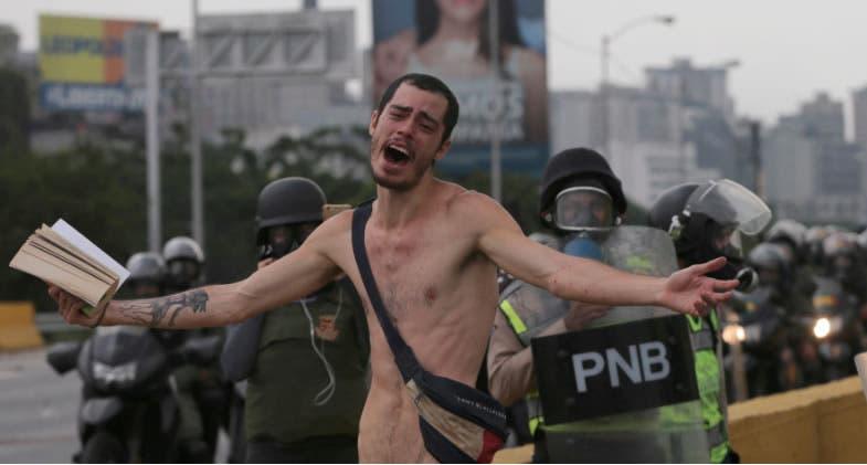 Hombre desnudo Venezuela