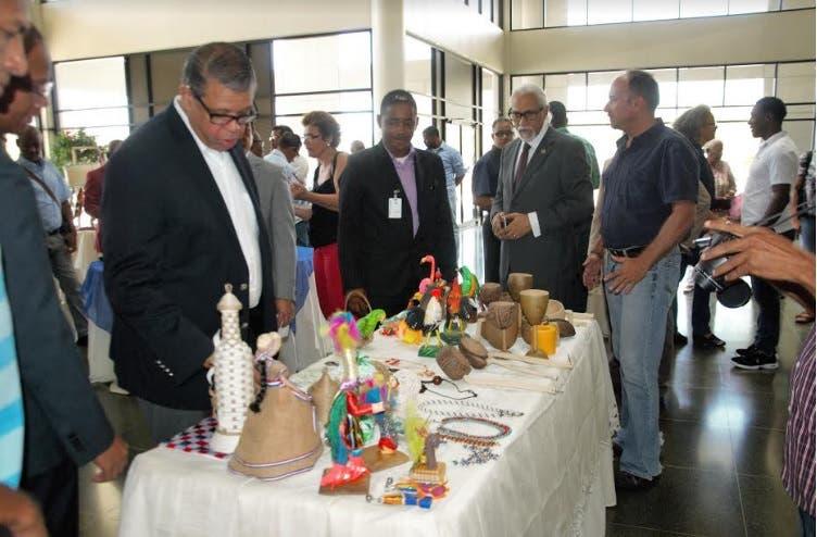 Inposdom otorgará facilidades de crédito a artesanos en el envío de mercancías
