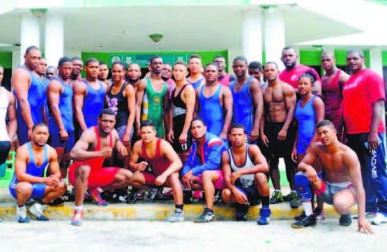 Integrantes del preseleccionado nacional de lucha olímpica