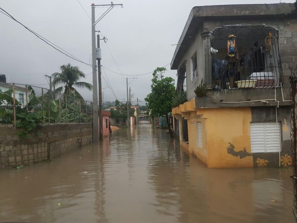 Aumentan a 18,870 los desplazados por lluvias; Duarte y San Cristóbal siguen en alerta roja