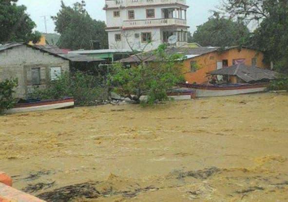 Desplazados por lluvias superan los 17,000; colocan 25 provincias en alerta