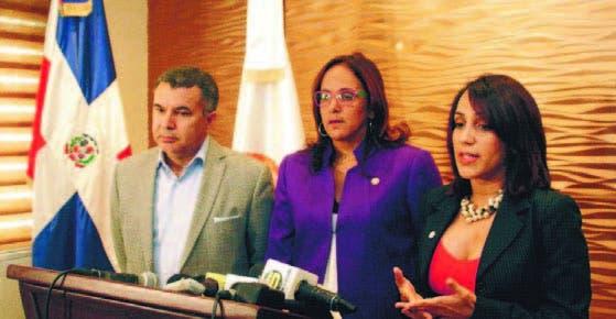 Los doctores Martín Ortiz, Sandra Orsini y Carmen Sarah Mota