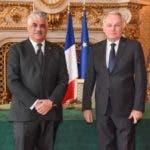 Miguel Vargas (iz) y Jean Marc Ayrault/Foto cortesía de CancilleríaRD