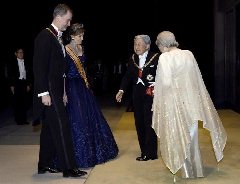 Reyes de España y emperadores de Japón se regalan sedas y aceite de oliva