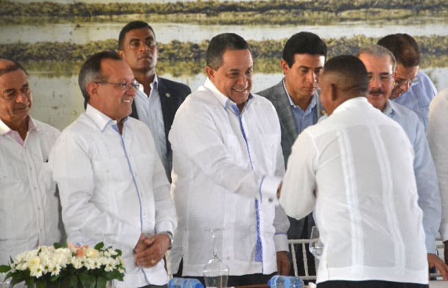 Gobierno entrega 302 títulos definitivos a familias de San José de Ocoa