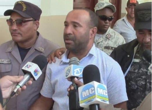 Religioso pide variar medida impuesta al alcalde Villa Los Amácigos