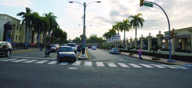 Un tramo de la Avenida México en la que se observa un área del Palacio Nacional
