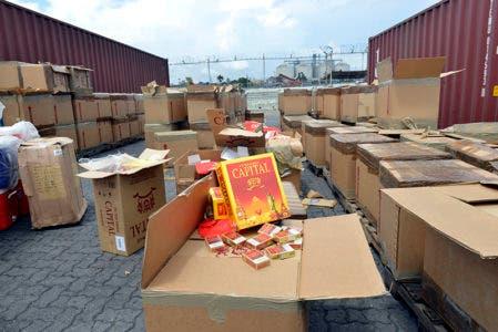 Aduanas incauta contrabando de whisky y cigarrillos por RD$50 millones en Haina Oriental
