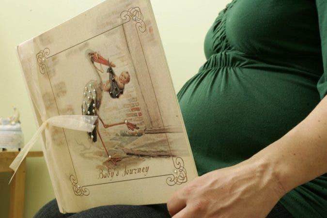 Las mujeres que han sufrido depresión durante el embarazo tienen mayor riesgo de desarrollarla tras el parto. EFE/Zayra Mo