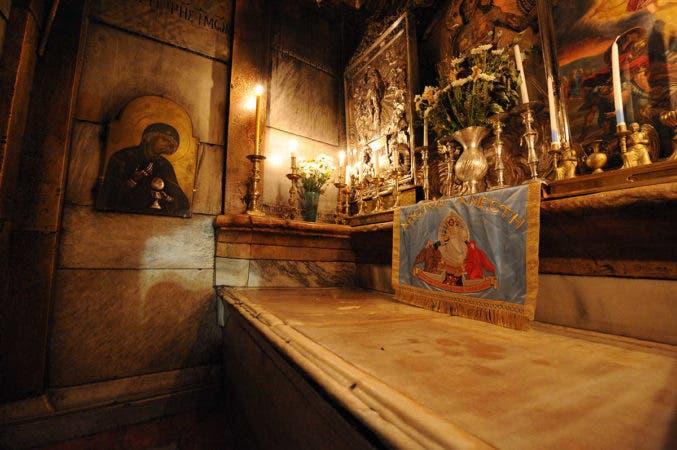 Lugar donde se cree fue sepultado el cuerpo de Jesús tras su muerte en la cruz. Fuente externa.