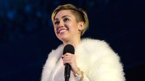 """Miley Cyrus interpretará su nuevo single """"Malibu"""" en los premios Billboard"""