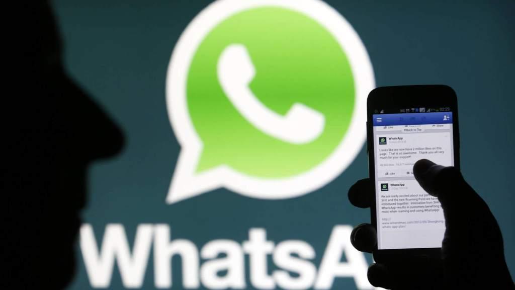 Italia multa a WhatsApp por intercambio de datos con Facebook