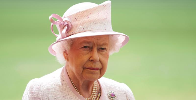 Visita Isabel II a los menores heridos en atentado de Manchester