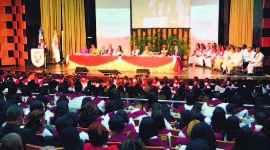 UNEV gradúa a 493; el rector llama combatir la corrupción