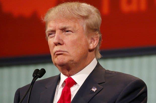 Trump furioso con un montaje fotográfico en el que aparece decapitado