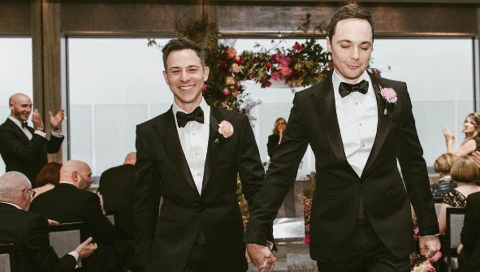 """Jim Parsons, de """"The Big Bang Theory"""", se casa con su novio"""