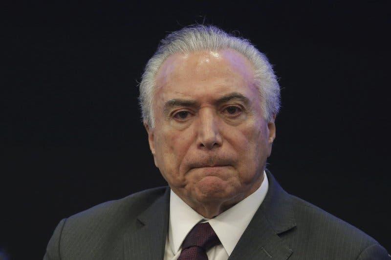 Presidente de Brasil niega haber avalado soborno a diputado