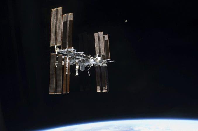 Preparan astronautas de EU reparación de emergencia de Estación Espacial