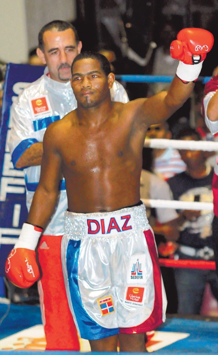 Félix Díaz Va tras la gloria como boxeador profesional