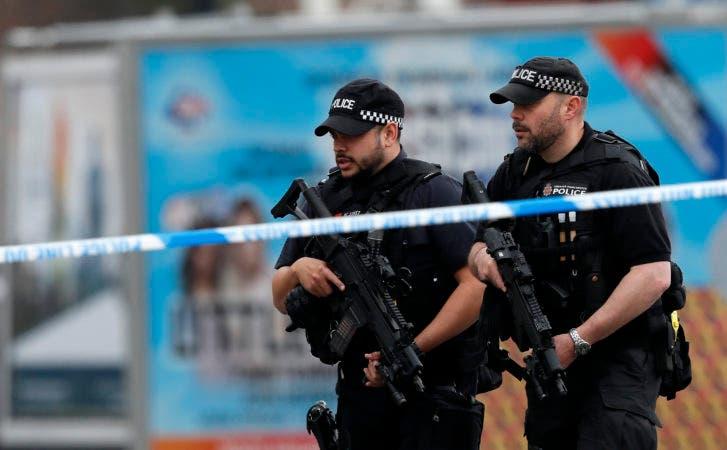 El cuerpo policial de Manchester detuvo esta mañana a tres personas en el sur de esa ciudad. AP
