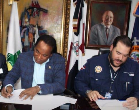 Inespre y Apordom firman convenio para realizar mercado de productores