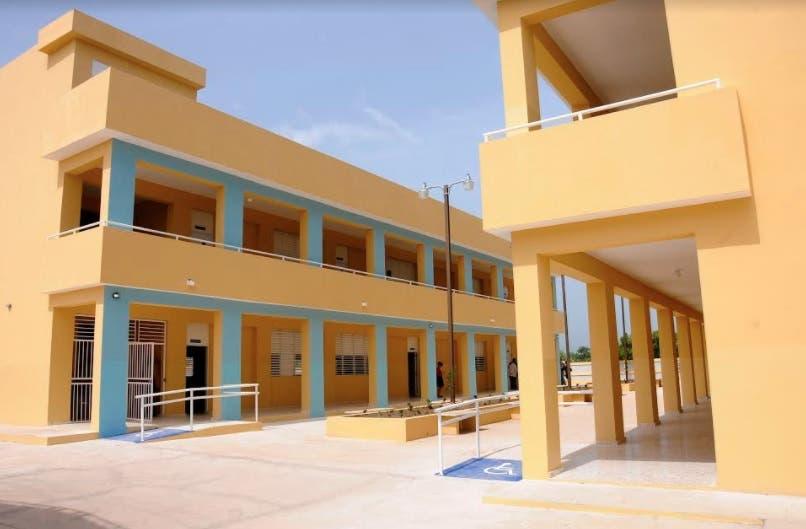Danilo Medina entrega centro educativo en Pedernales