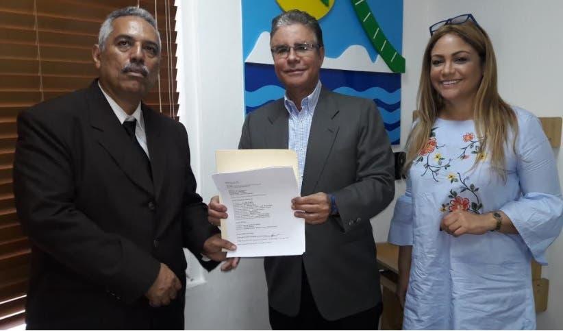 Plancha Avance Institucional de Adompretur entrega lista de candidatos