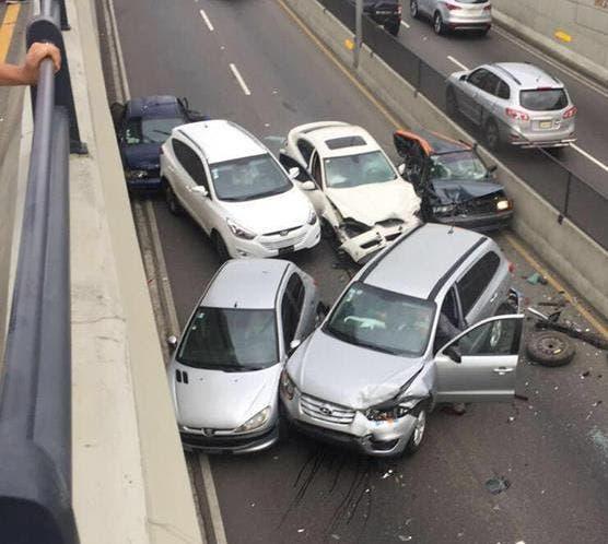 Cuatro heridos en accidente múltiple en la avenida 27 de Febrero con Privada