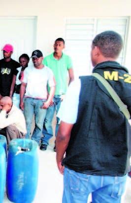 Armada detiene a 200 personas que trataban de viajar a PR