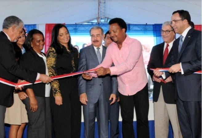 El acto contó con la presencia del afamado ex jugador de béisbol Pedro Martínez/Foto cortesía de la PresidenciaRD