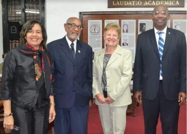 Vicerector Administrativo felicita nueva directiva de Faprouasd