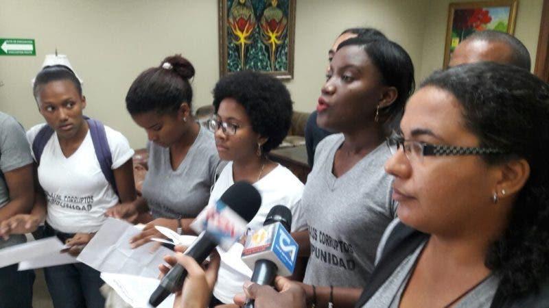 Estudiantes ocupan Procuraduría en reclamo de nombre de involucrados en caso Odebrecht