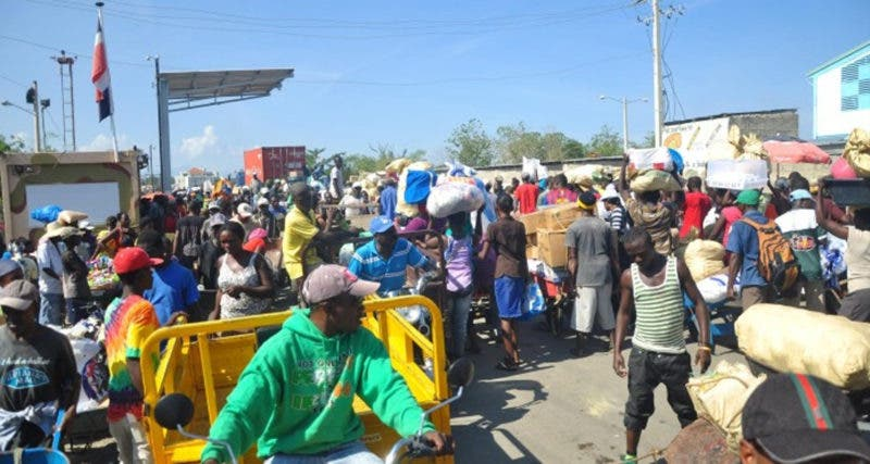 Dajabón. Las autoridades haitianas volvieron hoy a prohibir la entrada de algunos productos dominicanos a su país por esta zona fronteriza, provocando durante varias horas y al igual que el pasado viernes, un caos en el intercambio comercial y descontando de los mercaderes. Hoy/Fuente Externa 22/5/17