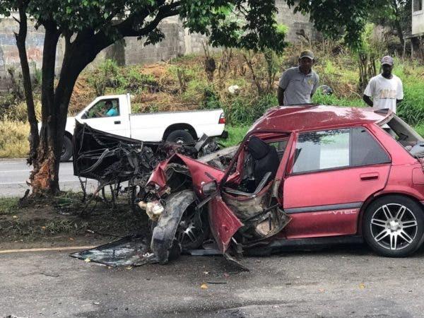 Así quedó uno de los vehículos involucrados en el acdidente. Foto: @capiurtecho.