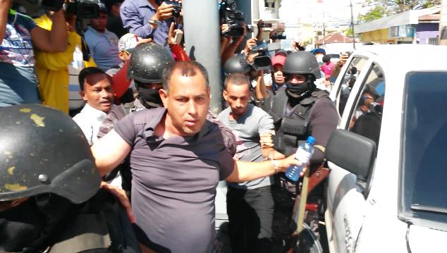 Coronel Valenzuela y otros agentes investigados por caso Juan Comprés están bajo control de la Policía