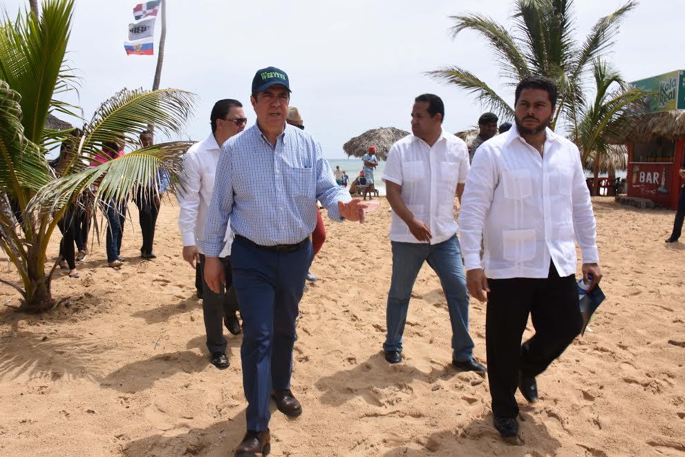 Ministro de Turismo visita región Este y anuncia intervenciones puntuales en ese destino