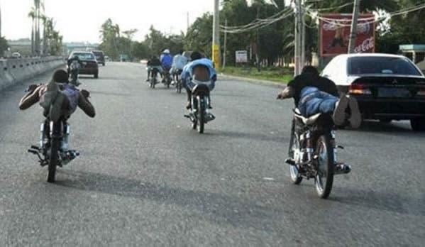 Siguen los apresamientos de personas que desafían la autoridad con las carreras clandestinas de motocicletas