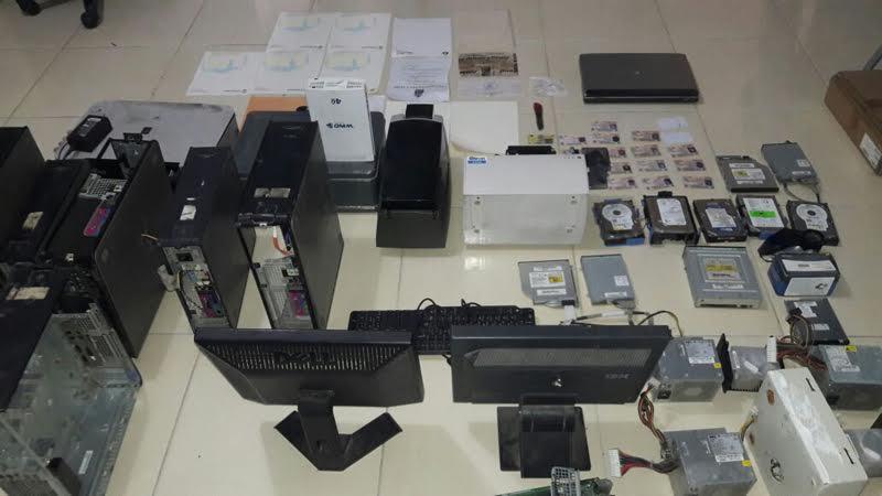 Policía desmantela laboratorio falsificaba títulos universitarios, cédulas y cartas bancarias