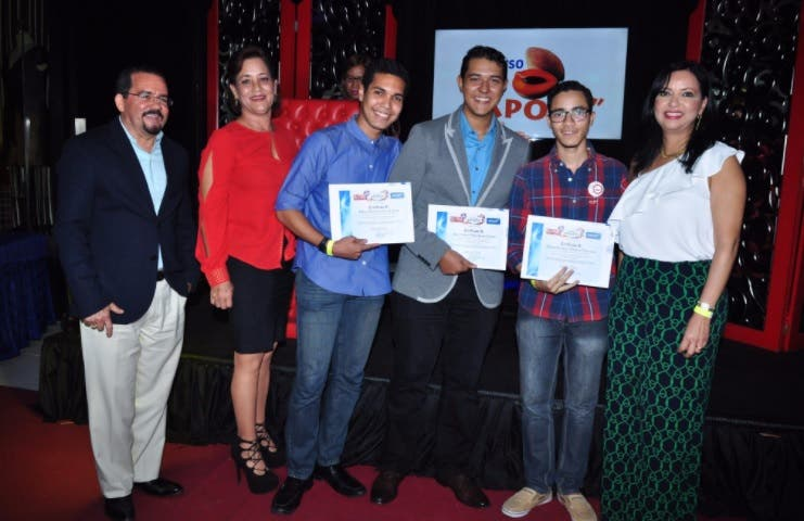 Directora Onapi pide a jóvenes buscar excelencia; entrega premios Reto Zapote