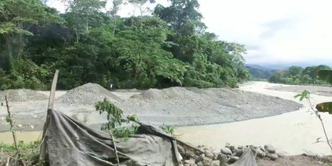 Remueven sedimento de río Juma para evitar inundaciones en Bonao