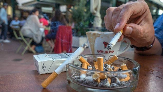 República Checa prohíbe fumar en restaurantes, bares y cafés
